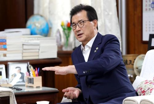 """이시종 충북지사 """"대청호 규제완화·수질 두마리 토끼 잡겠다"""""""
