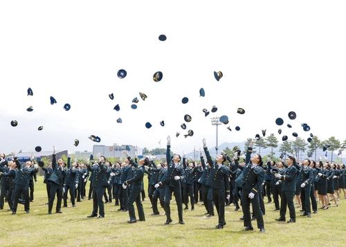 육군학생군사학교 학사사관 565명·단기 간부사관 20명 임관