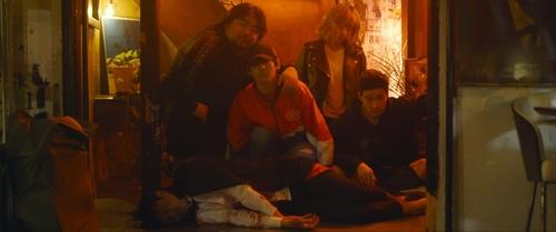 밀폐된 술집에서의 악몽 같은 하룻밤…영화 '팡파레'