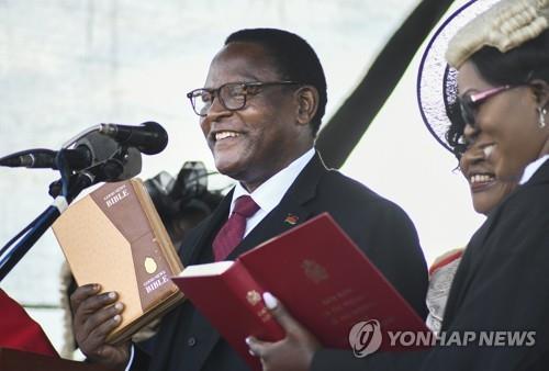 아프리카 말라위 신임 대통령에 라자루스 차퀘라(종합)
