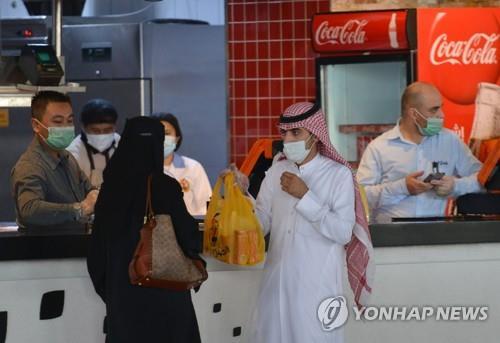 사우디서 코로나19 감염 아들과 악수한 아버지 결국 숨져