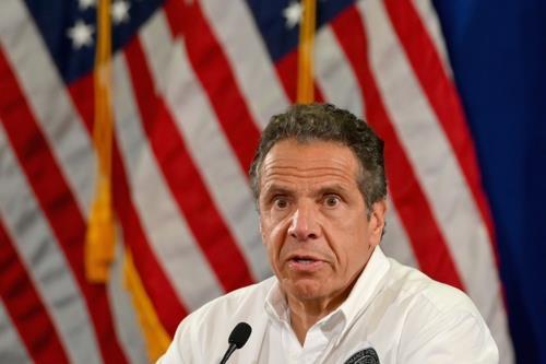 """뉴욕주지사 """"바이러스는 정치에 반응 안해, 트윗 말고 치료해야"""""""