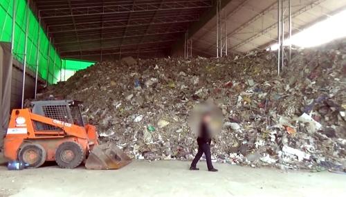 '쓰레기 산' 쌓아둔 채 폐기 처리비 15억 챙긴 폐기물업체 적발