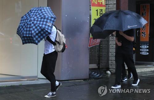 울릉도·독도 많은 비…동해안 주택 5채 침수