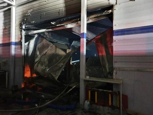 부산 기장군 자동차 정비소서 불…차량 1대·리프트 불타