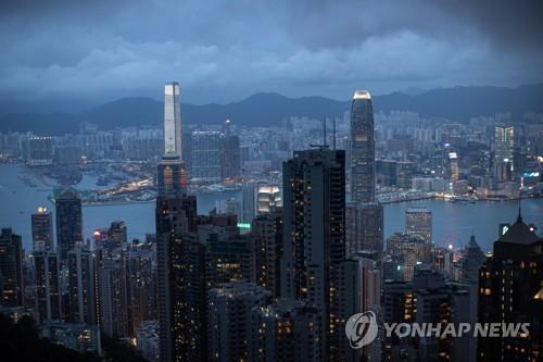 '더는 특별하지 않은 홍콩' 될라…경제 쓰나미 덮칠 수도