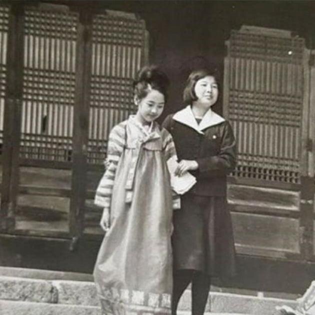 서정희, 50년 전 사진 공개…미모 남달랐네