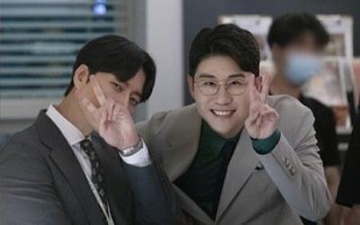 영탁, '꼰대인턴' 예고편 등장…박해진과 '찐' 케미