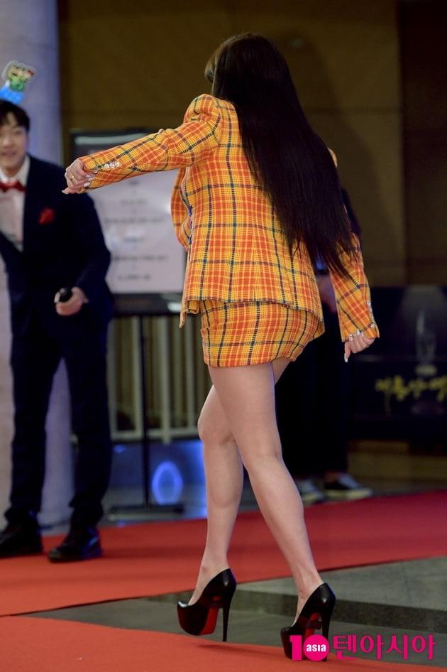 [TEN 포토] '대종상 영화제' 박봄, '높은 킬힐에 위태로운 발걸음'