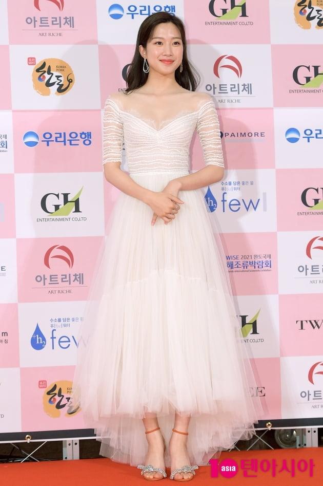 [TEN 포토] '대종상 영화제' 대세는 어깨 노출…레드카펫 드레스 열전