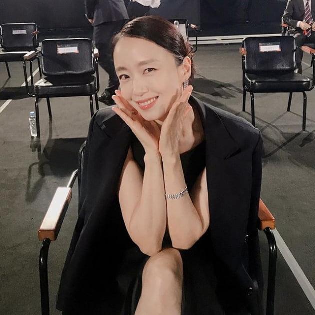 """숲엔터테인먼트 전도연·공효진·정유미·수지 가족 사진 """"이번 생은 성공했다"""""""