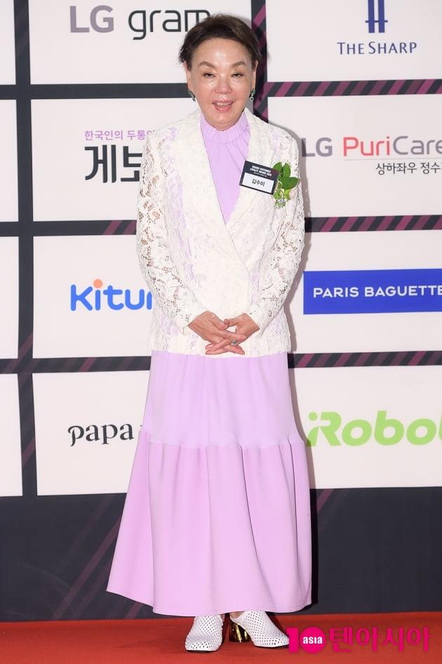 [TEN 포토] 김수미 '품격 있는 인사'