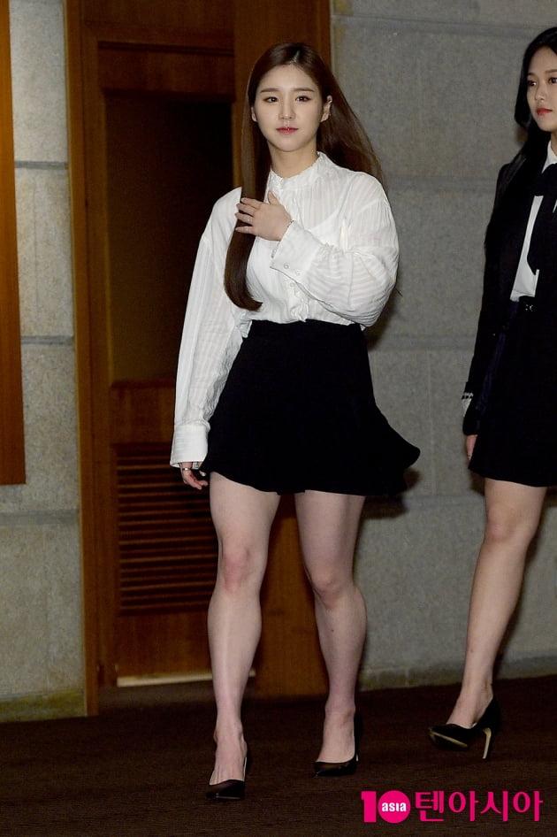[TEN 포토] 이달의소녀 희진 '청순한 등장'