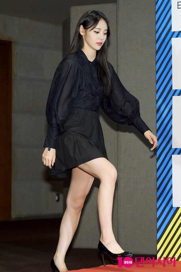 [TEN 포토] 이달의소녀 진솔 '남다른 다리 길이'