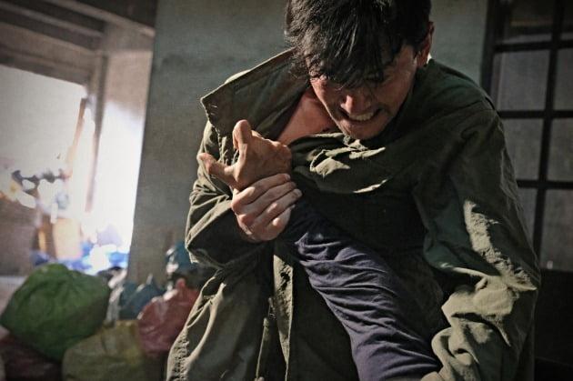 영화 '다만 악에서 구하소서' 황정민 / 사진제공=CJ엔터테인먼트