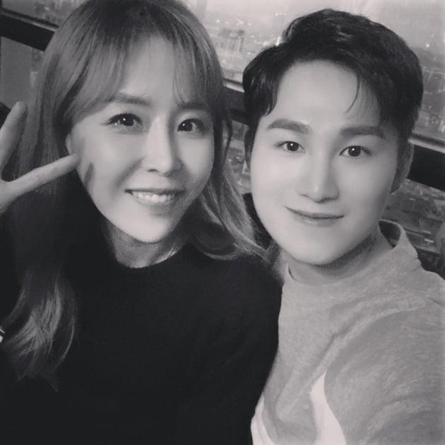 가수 신지(왼쪽)와 김희재/ 사진=신지 인스타그램