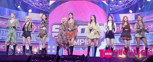 [TEN 포토] 트와이스 '쇼챔피언 1위 앵콜송