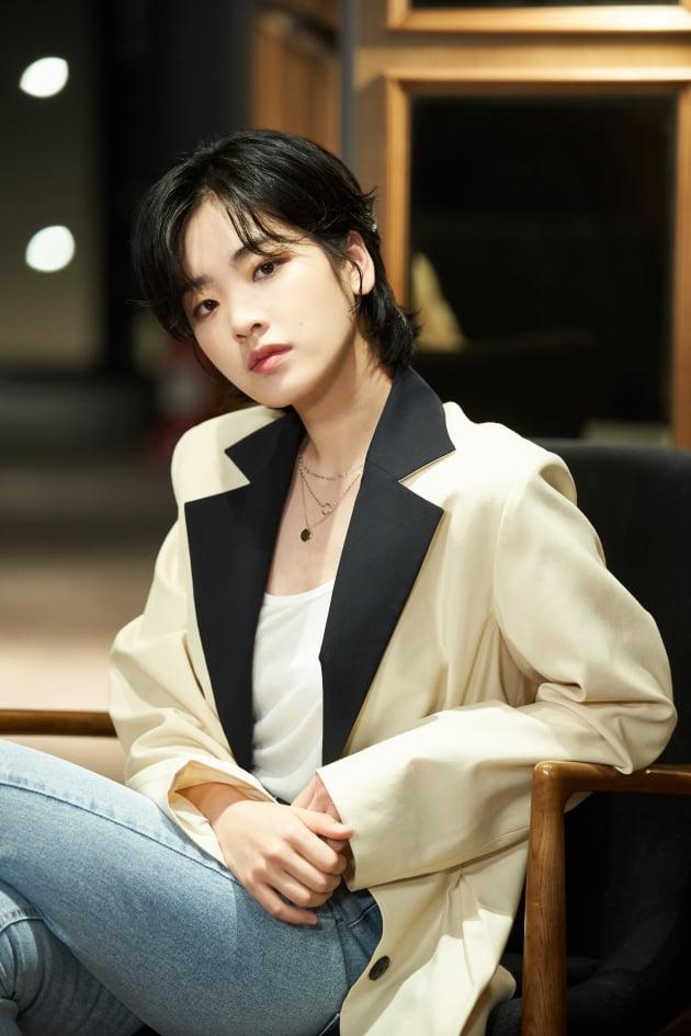 영화 '야구소녀'에서 현실의 벽을 넘기 위해 분투하는 주수인 역으로 열연한 배우 이주영./ 사진제공=목요일 아침