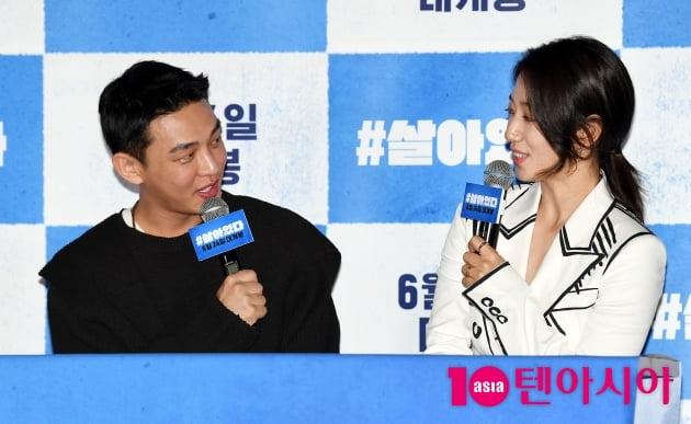 [TEN 포토] '#살아있다' 유아인-박신혜 '영화관 밝히는 미소'