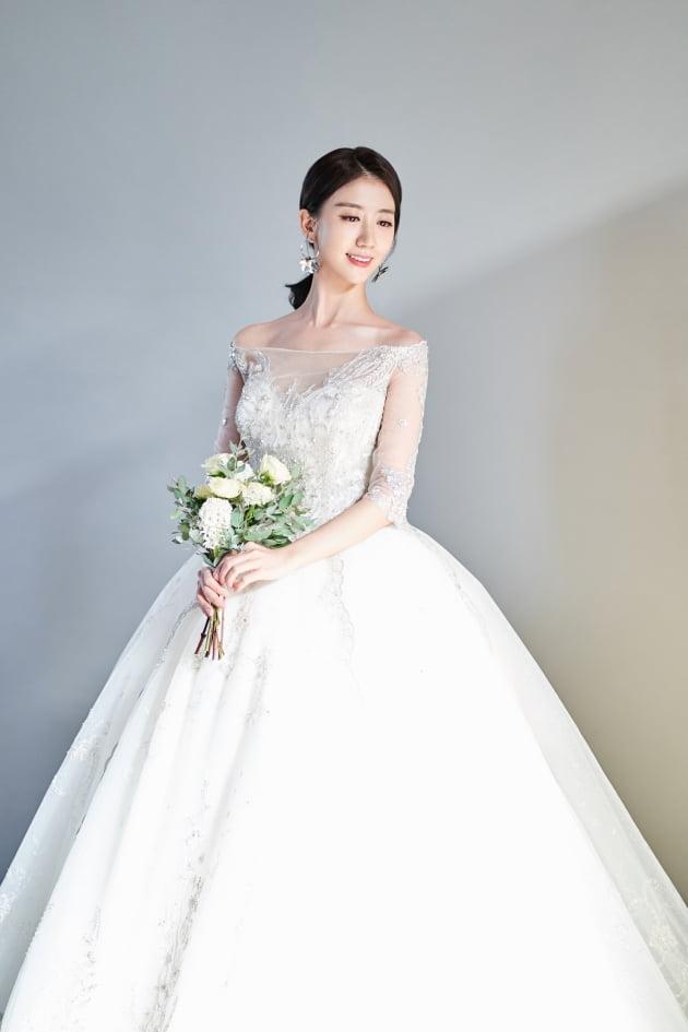 SBS 기상캐스터 전소영, 한살 연상 대학병원 의사와 7월 18일 결혼 [공식]
