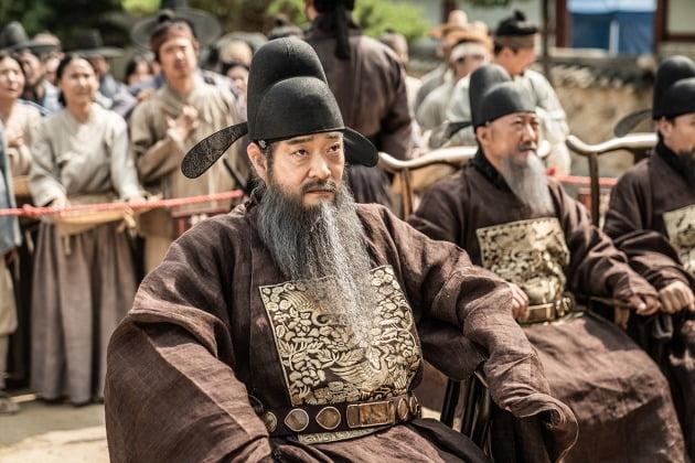영화 '광대들: 풍문조작단' 손현주 / 사진제공=워너브러더스 코리아