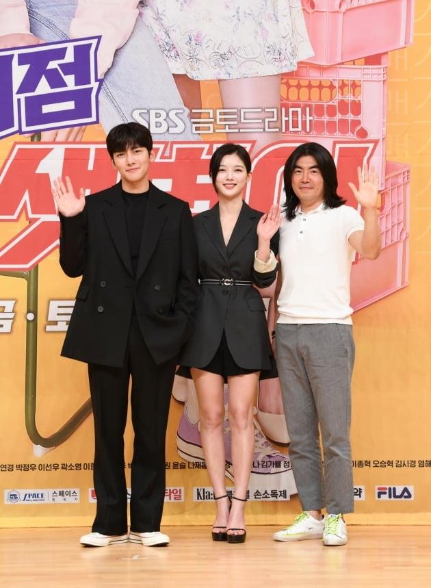 '편의점 샛별이' 배우 지창욱(왼쪽부터) 김유정, 이명우 감독/ 사진=SBS 제공