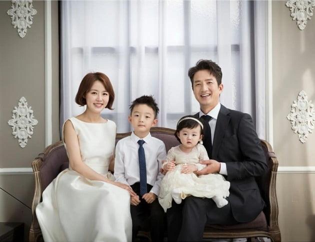 정준호-이하정의 가족사진이 공개됐다. / 사진=이하정 인스타그램