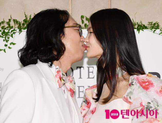 """[TEN 포토] 김경진-전수민 """"앞으로 꽃길만 걷자""""(결혼식 기자회견)"""