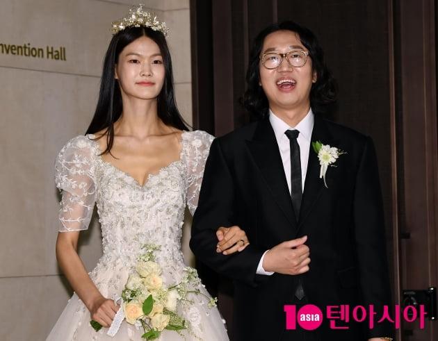 [TEN 포토] 김경진-전수민 결혼식 '웨딩드레스와 턱시도'