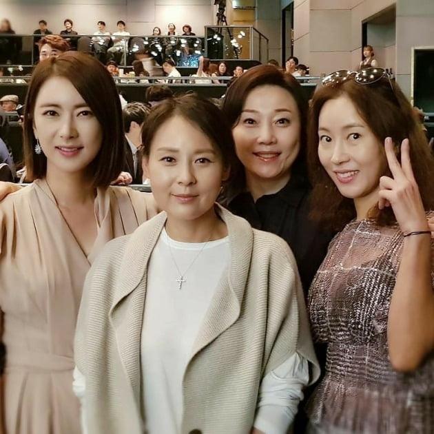 배우 김나운이 전미선을 그리워하며 생전 그와 함께 찍은 사진을 올렸다. / 사진=김나운 인스타그램