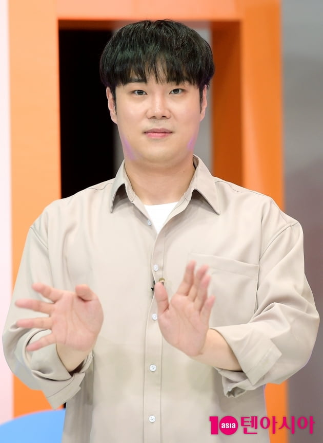 [TEN 포토] 유재환 '긴장한 팩트인스타 MC'