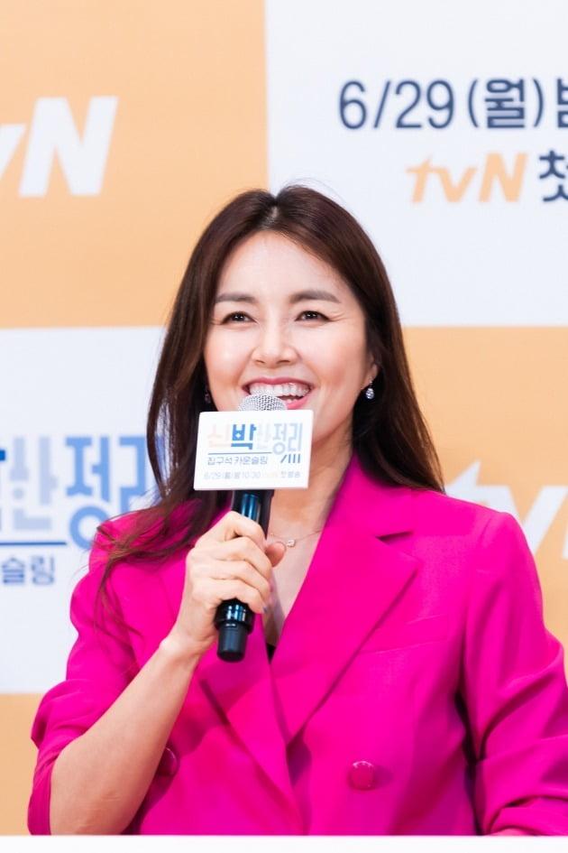 배우 신애라가 29일 오후 온라인 생중계된 tvN 새 예능 '신박한 정리' 제작발표회에 참석했다. /사진제공=tvN