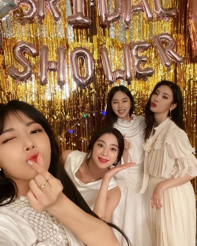 우혜림이 원더걸스 멤버들과 함께한 브라이덜 샤워 사진을 공개했다. / 사진=우혜림 인스타그램