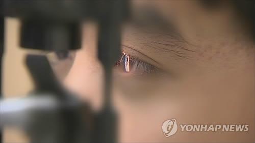 """40·50대 백내장 수술 급증…""""'젊은' 수정체 적출 우려"""""""