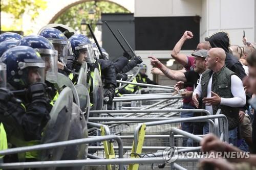 반 인종차별 시위 둘러싸고 런던·파리서 폭력 사태 발생