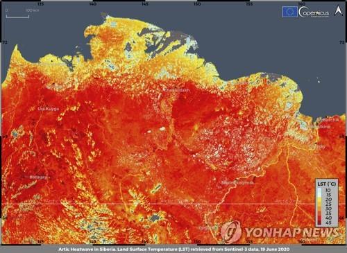 펄펄 끓고 훨훨 타오르는 시베리아…이상고온에 산불 5배 늘어