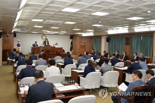 광주 북구의원 9명이 '구설'…불법 수의계약 의원은 '출석정지'(종합)