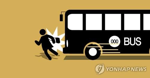 서울 은평구서 빗길 건너던 80대 여성 버스에 치여 사망