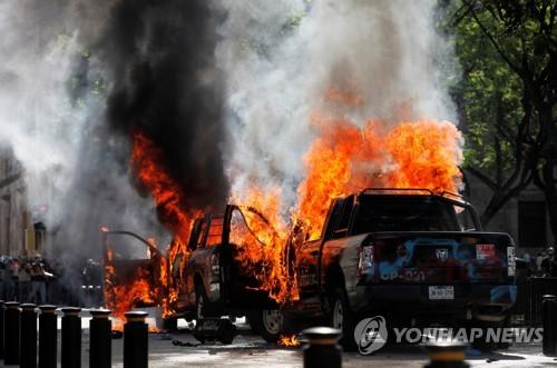 분노 야기한 '멕시코판 플로이드' 사건 관련 경찰 3명 체포