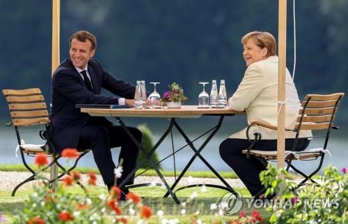 메르켈·마크롱, 베를린서 'EU 회복기금' 조성 촉구