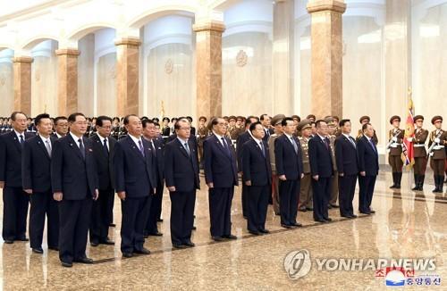 """북한, 간부들 고압적 말투도 지적…""""어머니같이 따뜻이 대해라"""""""