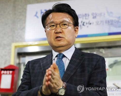 """경찰청장 """"'황운하 사례' 없게 국회의원 겸직 관련 입법해야""""(종합)"""
