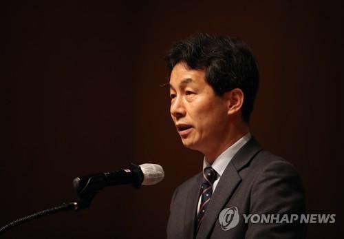 """윤건영, '北국가 유사' 태영호 주장에 """"색깔론"""""""