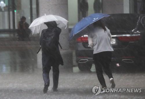 [내일날씨] 전국에 장맛비 계속…강원영동 최대 250㎜ 비