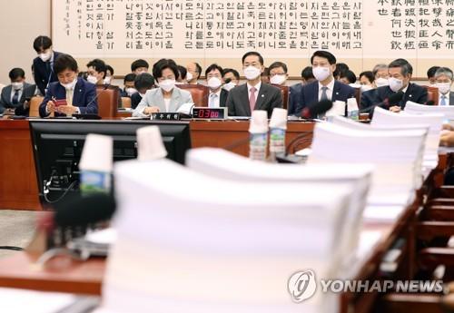 """통합 """"법안 발의 전 사무처 거치라""""…일각 '검열' 반발"""