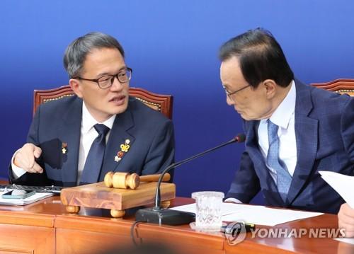 """""""검찰 증언조작 의혹""""…민주, 한명숙 사건 재조사 압박"""