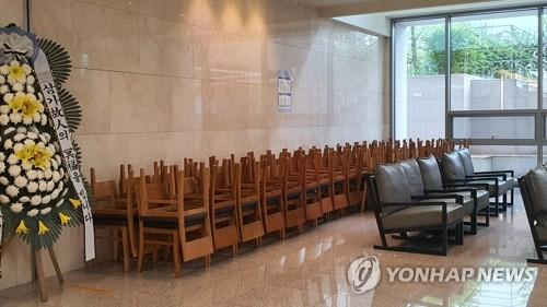 결혼식장 하객 '신분증 검사'…집합제한 명령 지키기 안간힘
