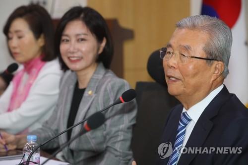 """통합당, 진보·호남으로 서진 시동…""""유사정의당"""" 반발도"""