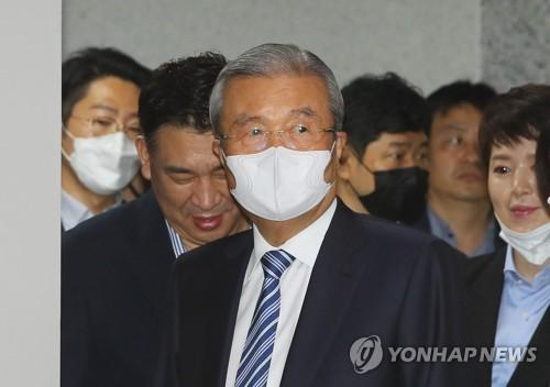 """""""이러다 큰일 나겠다""""…김종인 탈진영 행보에 보수 술렁"""