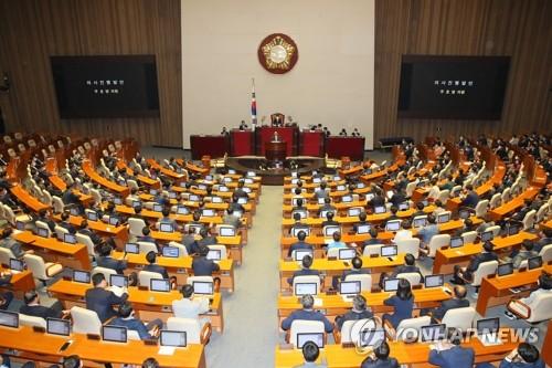 21대 국회 첫 본회의…통합당 참석 후 표결 보이콧
